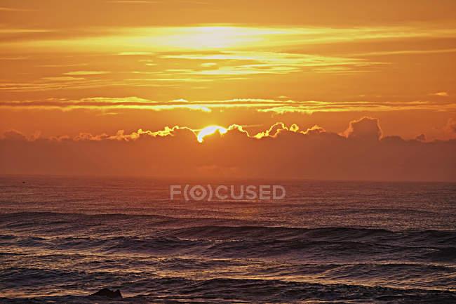 Pôr do sol acima do Oceano Atlântico — Fotografia de Stock