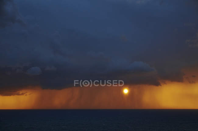 Sunset and rain above the Atlantic Ocean — Stock Photo