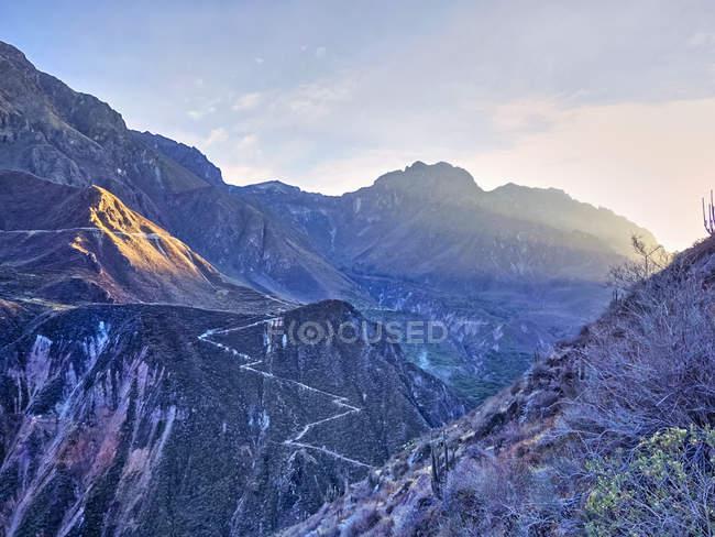Vue panoramique de Pérou, Arequipa, canyon de Colca au crépuscule — Photo de stock