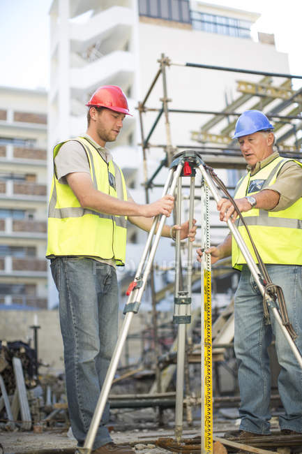 Two surveyors on construction site — Stock Photo