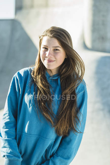 Sorridente ragazza adolescente — Foto stock