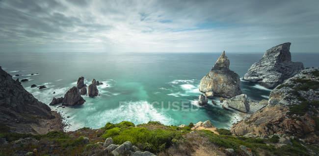 Paisagem costeira com vista panorâmica da Praia da Ursa — Fotografia de Stock