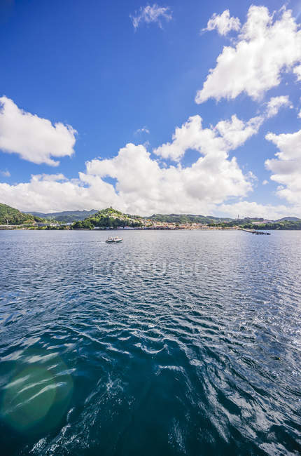 Antilles, Lesser Antilles, Grenada, view to St. George's from sailing ship — Stock Photo