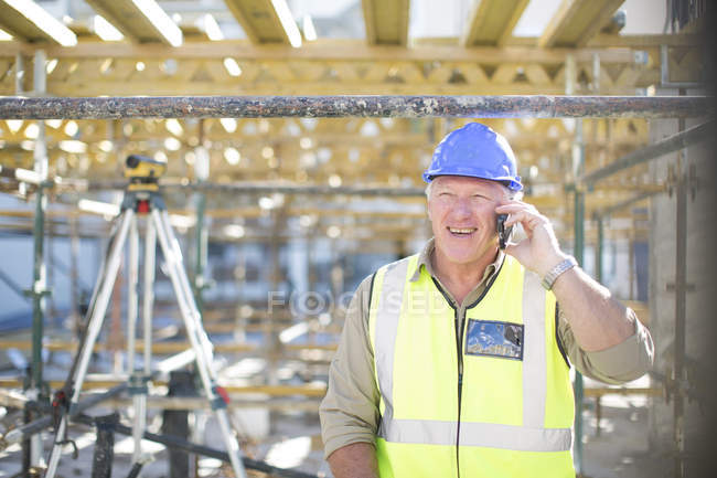 Construction worker on cell phone in construction site — Stock Photo