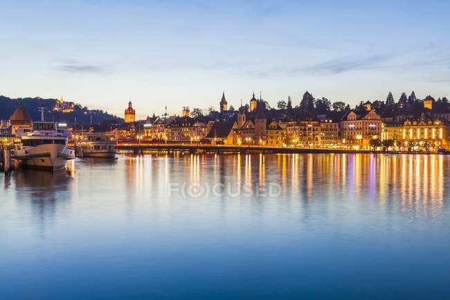 Switzerland, Canton of Lucerne, Lucerne, Lake Lucerne, Shipping pier with excursion ships in the evening — Stock Photo