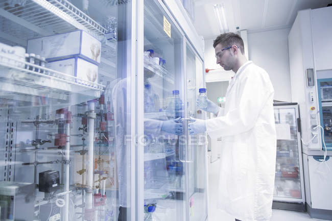 Scientist opening fridge in microbiological lab — Stock Photo