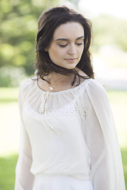 Portrait of Beautiful young woman outdoors — Stock Photo