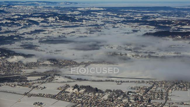 Germany, Bavaria, View form Tegelberg to Fuessen, Schwangau, Waltenhofen und Lake Forggensee in winter — Photo de stock