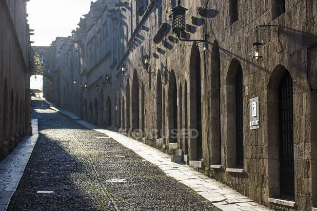 Greece, Rhodes, The cobblestoned Street of the Knights in the old town — Stock Photo