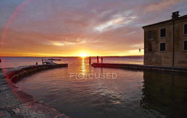Italy, Punta san Vigilio, sunset over Lake Garda — Stock Photo