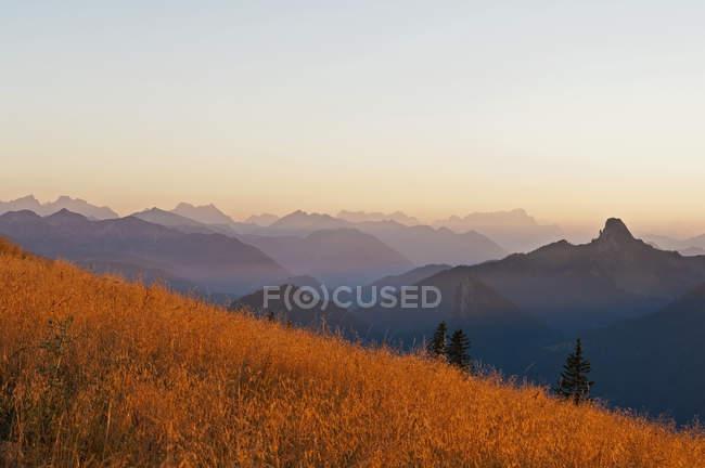 Allemagne, Bavière, Tegernsee, vue depuis Wallberg à Alpes bavaroises au crépuscule — Photo de stock