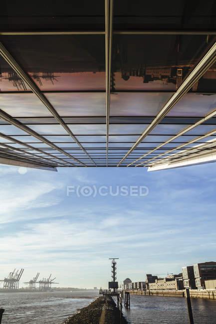 Außenansicht des Details des Bürogebäude Dockland in Hamburg, Deutschland — Stockfoto