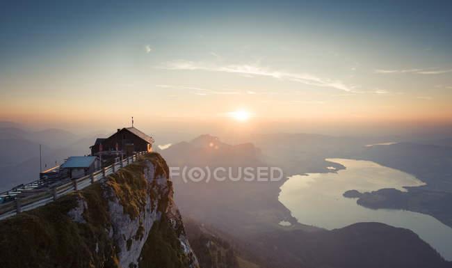 Австрія, Зальцкаммергут, Шафберг, гора Гіммельшфорт на заході сонця. — стокове фото