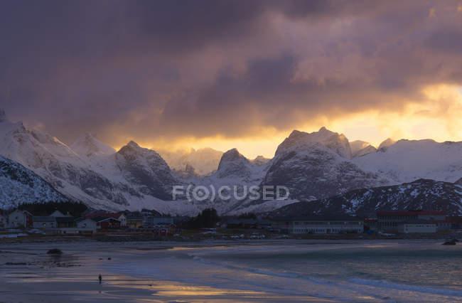 Norway, Lofoten, view to Ramberg at sunset under clouds — Stock Photo