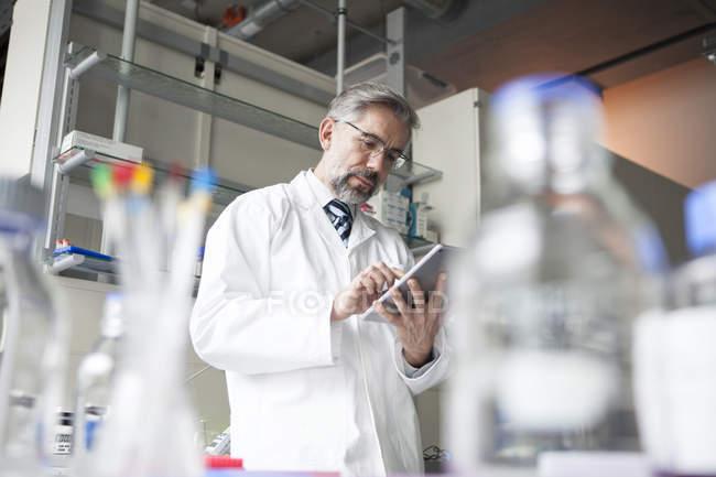 Scientist using digital tablet in laboratory — Stock Photo