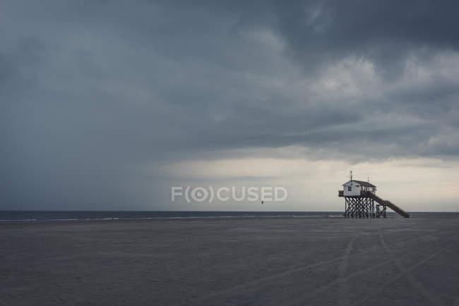 Німеччина, спогади про Шлезвіг-Гольштейн, St міського, ходулі будинку на пляжі, бурхлива атмосферу — стокове фото