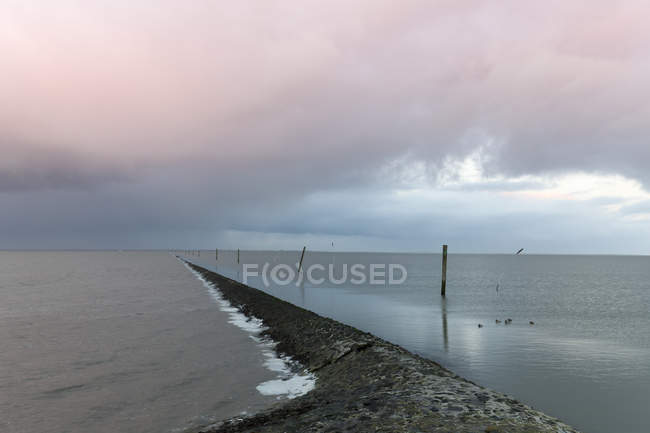 Allemagne, Neuharlingersiel, route maritime pendant la journée — Photo de stock