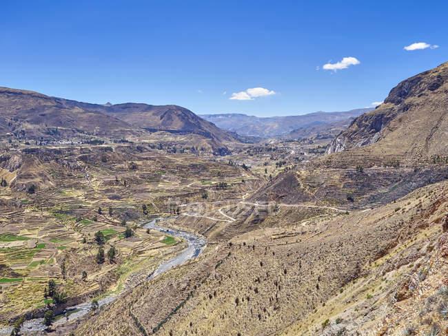 Vue aérienne de Pérou, Arequipa, Canyon de Colca en journée ensoleillée — Photo de stock