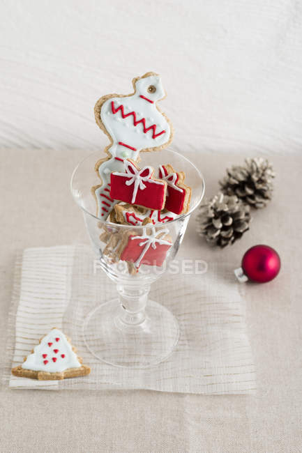 Copa de galletas de Navidad caseras - foto de stock