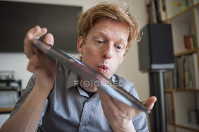 Man blowing on old record — Stock Photo