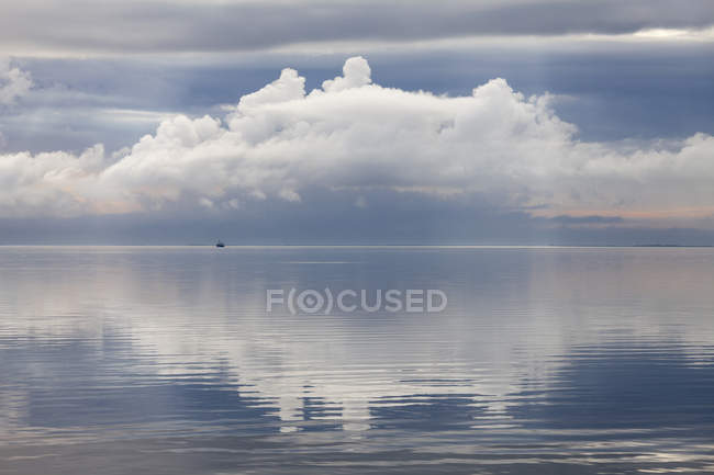 Distant view of lonely boat at daytime, Schleswig-Holstein Wadden Sea National Park, North Sea, Sylt, North Frisia, Schleswig-Holstein, Germany — Stock Photo