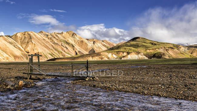 Исландия, район Kirkjubaerklaustur, Landmanalauger, Хайленд, реку и мост — стоковое фото