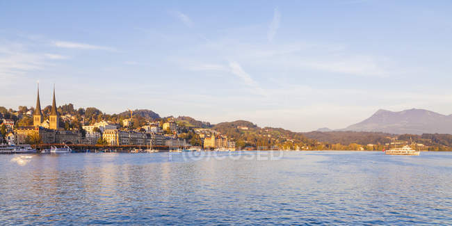 Switzerland, Canton of Lucerne, Lucerne, Lake Lucern with excursion boat — Stock Photo