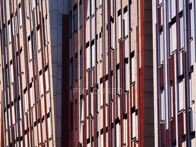 Außenansicht des modernen Bürogebäude Details bei Tageslicht, Hafencity, Hamburg, Germany — Stockfoto