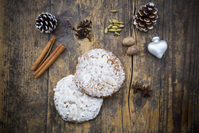 Нюрнбергская gingerbread и ингредиенты — стоковое фото
