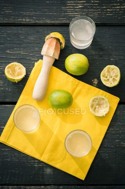 Приготування лимонаду домашнє вапно — стокове фото