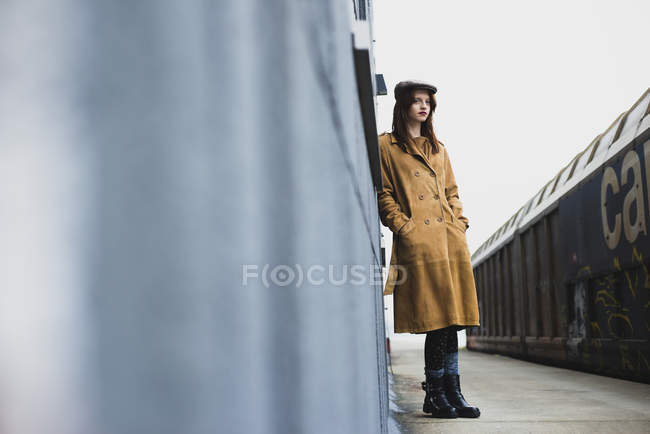 Young woman standing on platform — Stock Photo