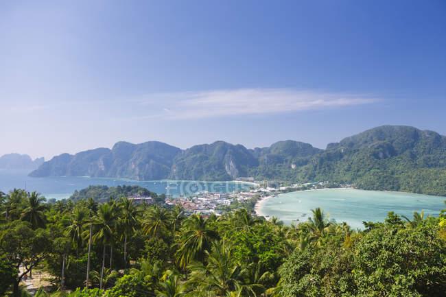 Таиланд, вид с воздуха на остров Пхи Пхи — стоковое фото