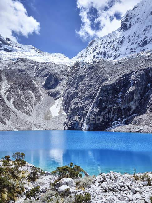 Перу, місті Уарас за, озеро 69 в горах — стокове фото