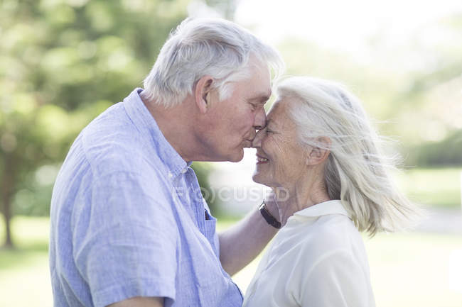 Intimate senior couple outdoors — Stock Photo
