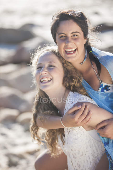 Portrait of female friends laughing on the beach — Stock Photo