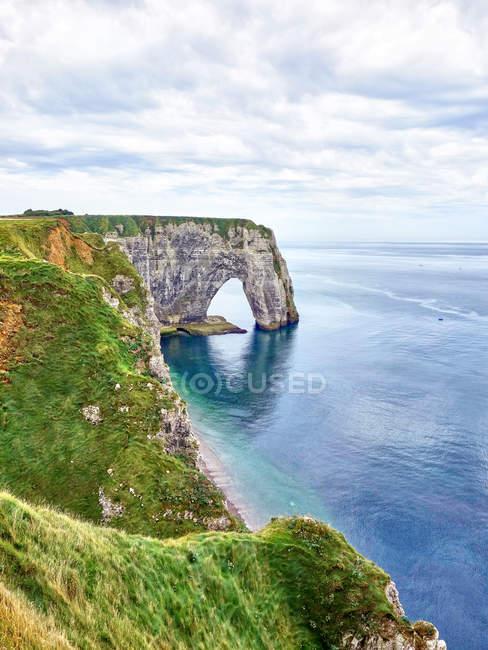 France, Normandy, Etretat, Cote d 'Albatre, rocky coastline — стоковое фото