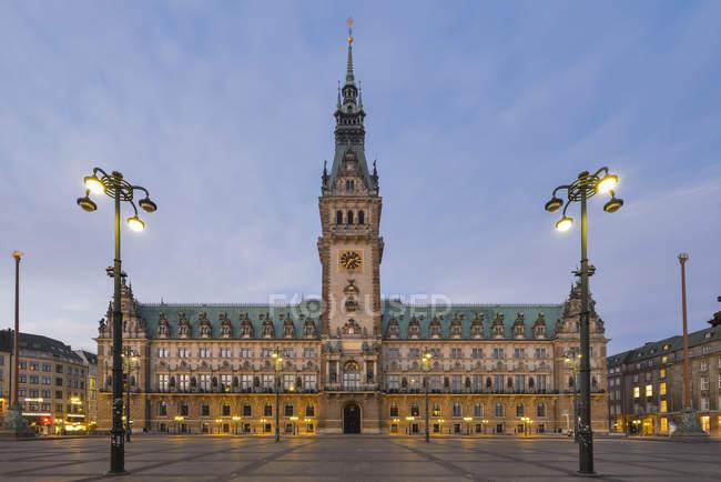 Germany, Hamburg, City Hall at evening under cloudy sky — Stock Photo