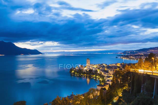 Switzerland, Lake Geneva, Montreux, cityscape at dusk — Stock Photo