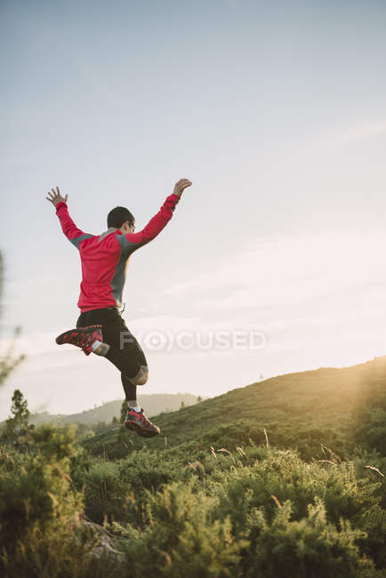 Trail runner man training in nature in the evening — Stock Photo