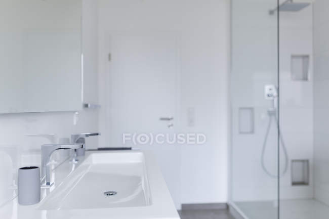 Interior of Modern white bathroom in apartment — Stock Photo