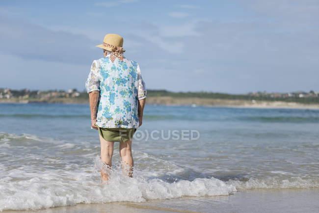 Back view of senior woman at seashore — Stock Photo