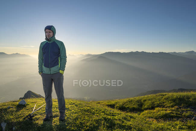 Hiker standing on meadow — Stock Photo