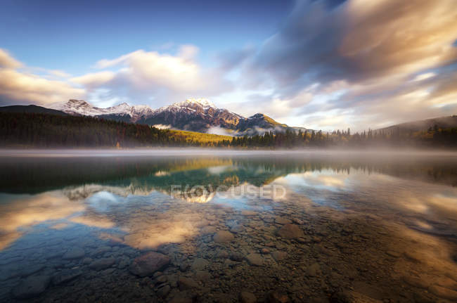 Canada, Jasper National Park, Jasper, Pyramid Mountain, Patricia Lake in the morning — Stock Photo