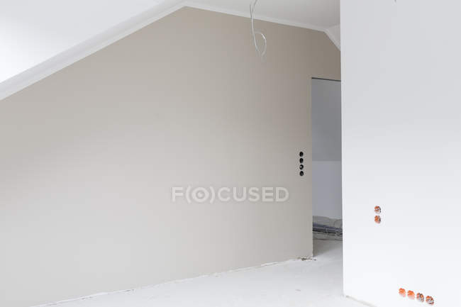 Empty grey wall at construction site of apartment — Stock Photo