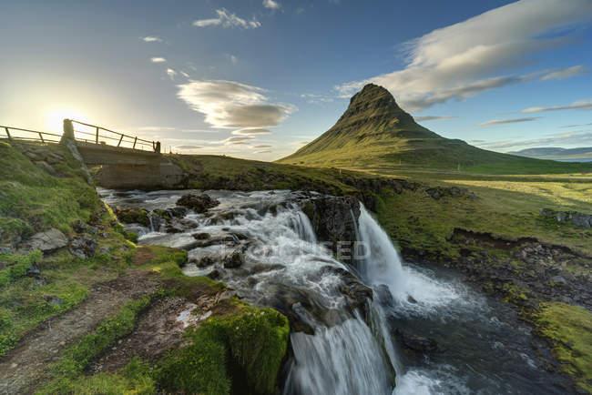Islandia, Península de Snaefellsnes, Kirkjufell, cascada - foto de stock