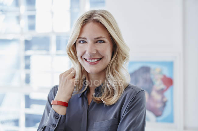 Portrait of smiling businesswoman wearing activity band — Stock Photo