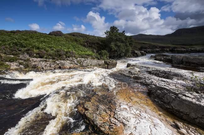 Reino Unido, Escócia, rio Strath Beag em Nordwest Highlands — Fotografia de Stock