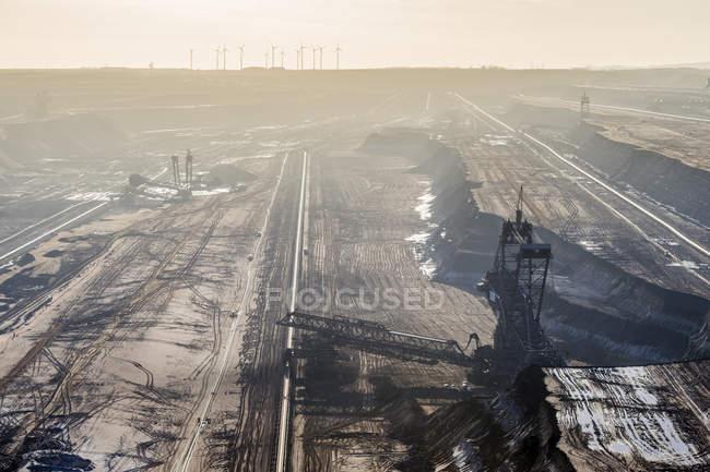 Germania, Renania Settentrionale-Vestfalia, Grevenbroich, veduta dell'escavatore a benna nelle miniere di carbone marrone Garzweiler — Foto stock