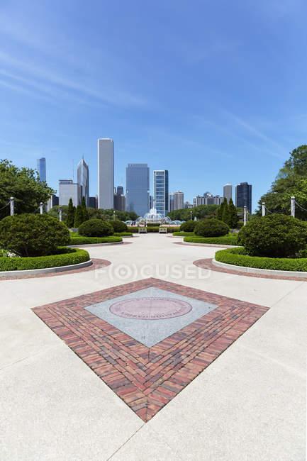 États-Unis, Illinois, Chicago, Millennium Park avec fontaine Buckingham — Photo de stock