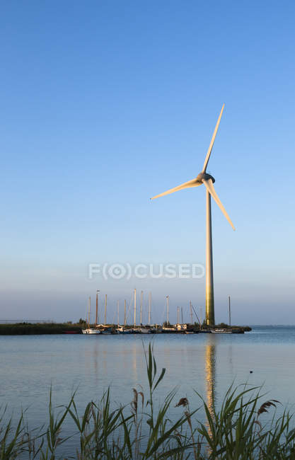 Netherlands, Waterland, wind turbine at the Ijsselmeer  during daytime — Stock Photo